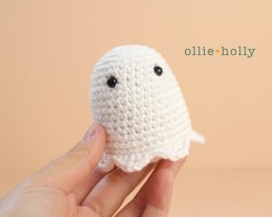 Free Halloween Ghost Amigurumi Ornament Crochet Pattern Step 1