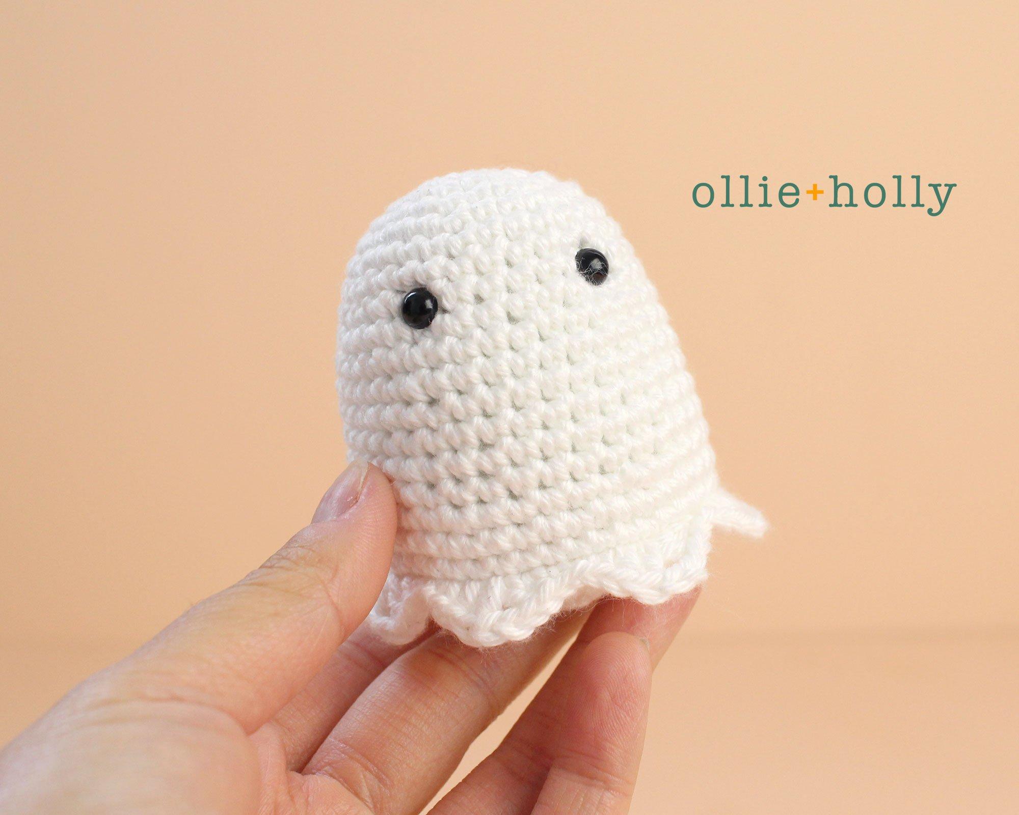 Free Halloween Ghost Amigurumi Ornament Crochet Pattern Step 1