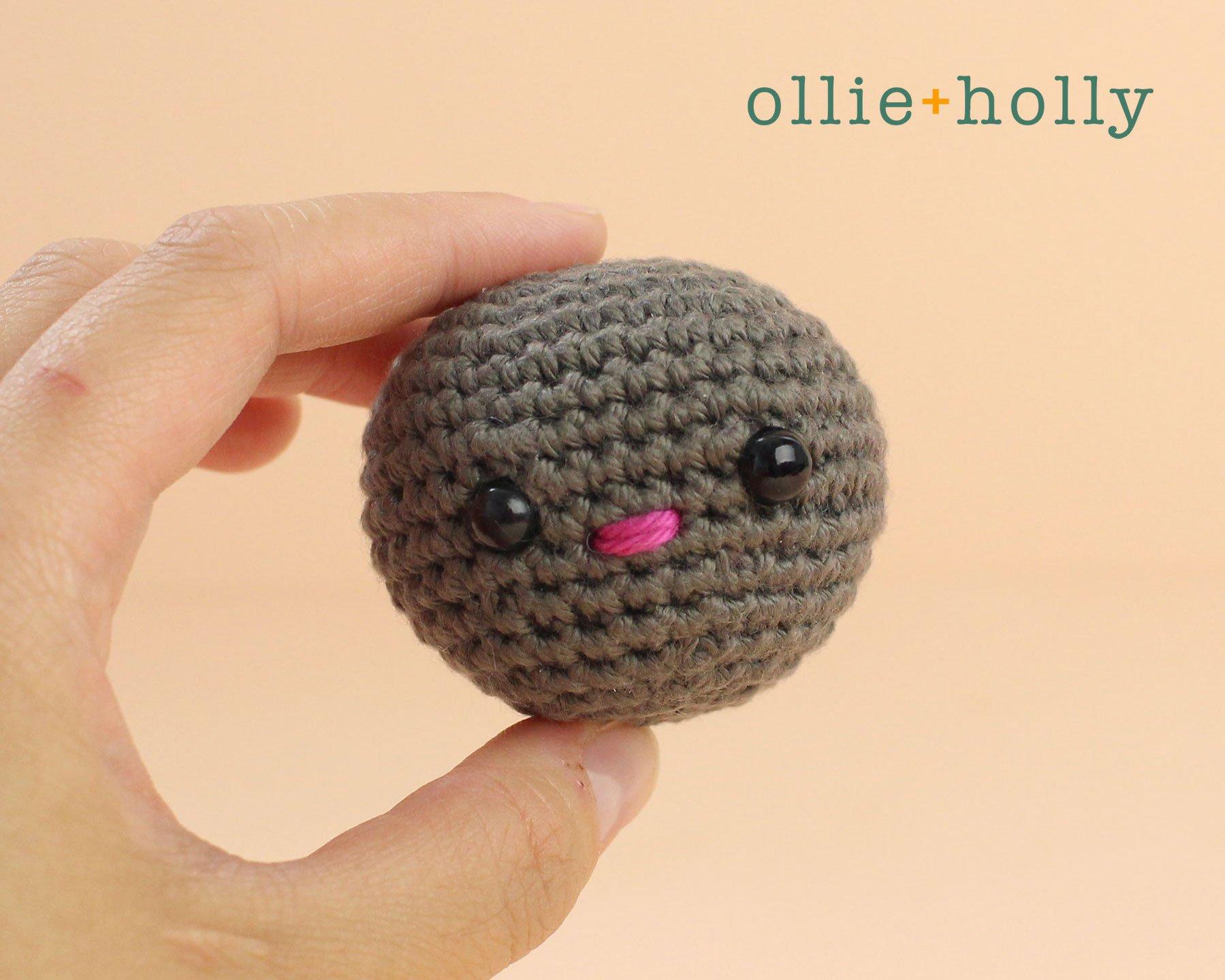 Free Halloween Bat Ornament Amigurumi Crochet Pattern Step 1