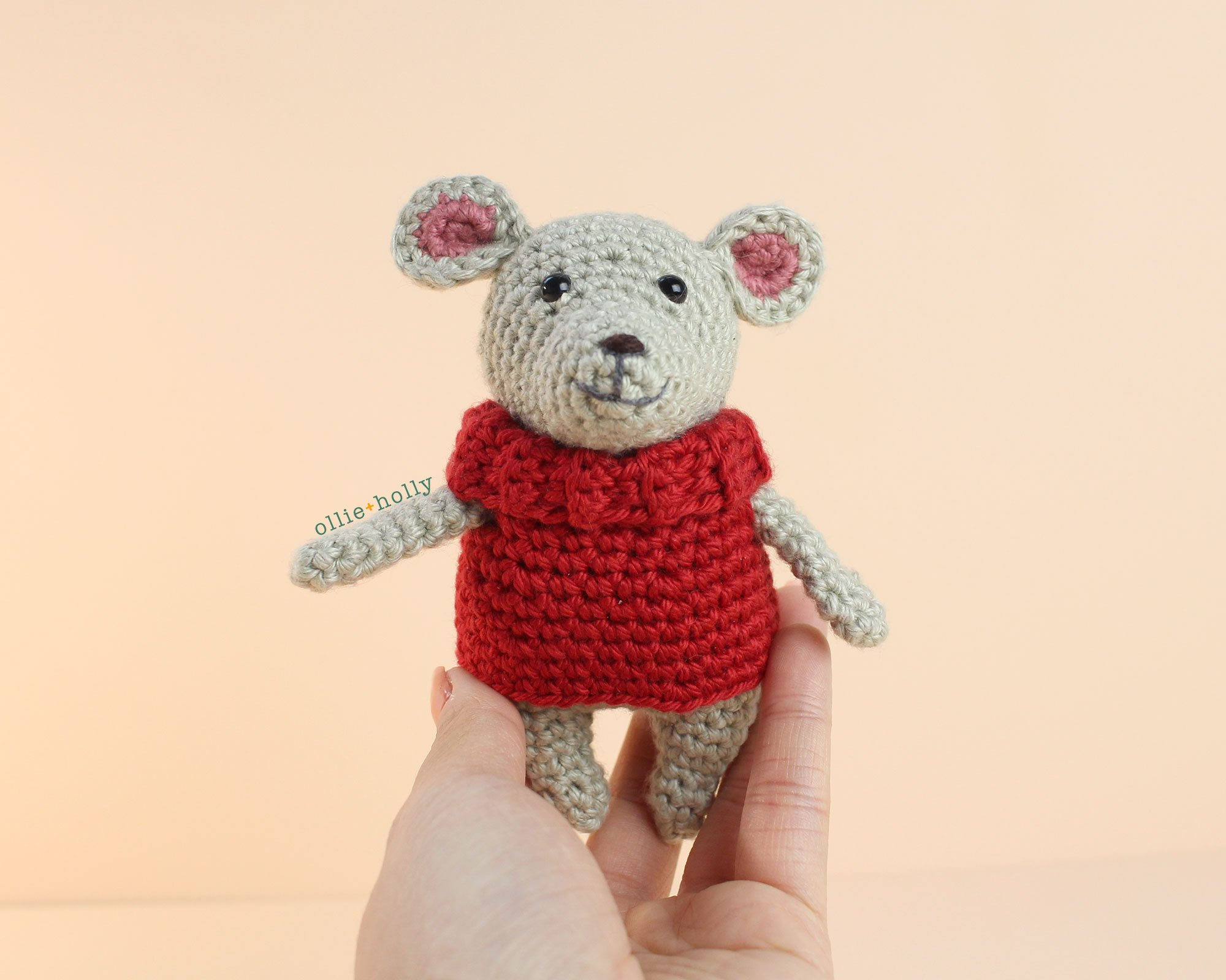 The Rescuers Bernard Mouse Free Amigurumi Crochet Pattern Sweater Step 11