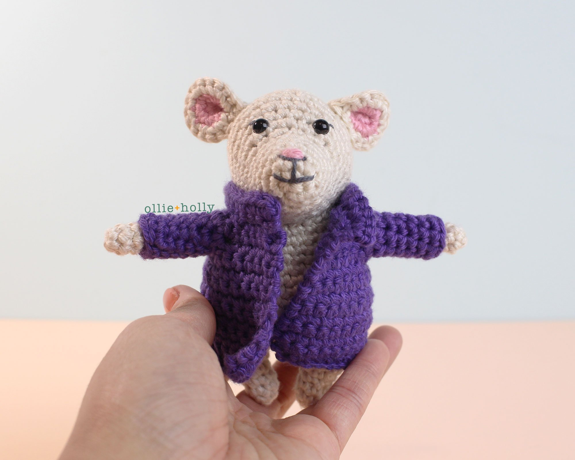 The Rescuers Miss Bianca Mouse Free Amigurumi Crochet Pattern Coat Assembly Finished