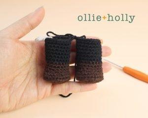 Free Mandalorian Din Djarin Amigurumi Crochet Pattern Right Leg