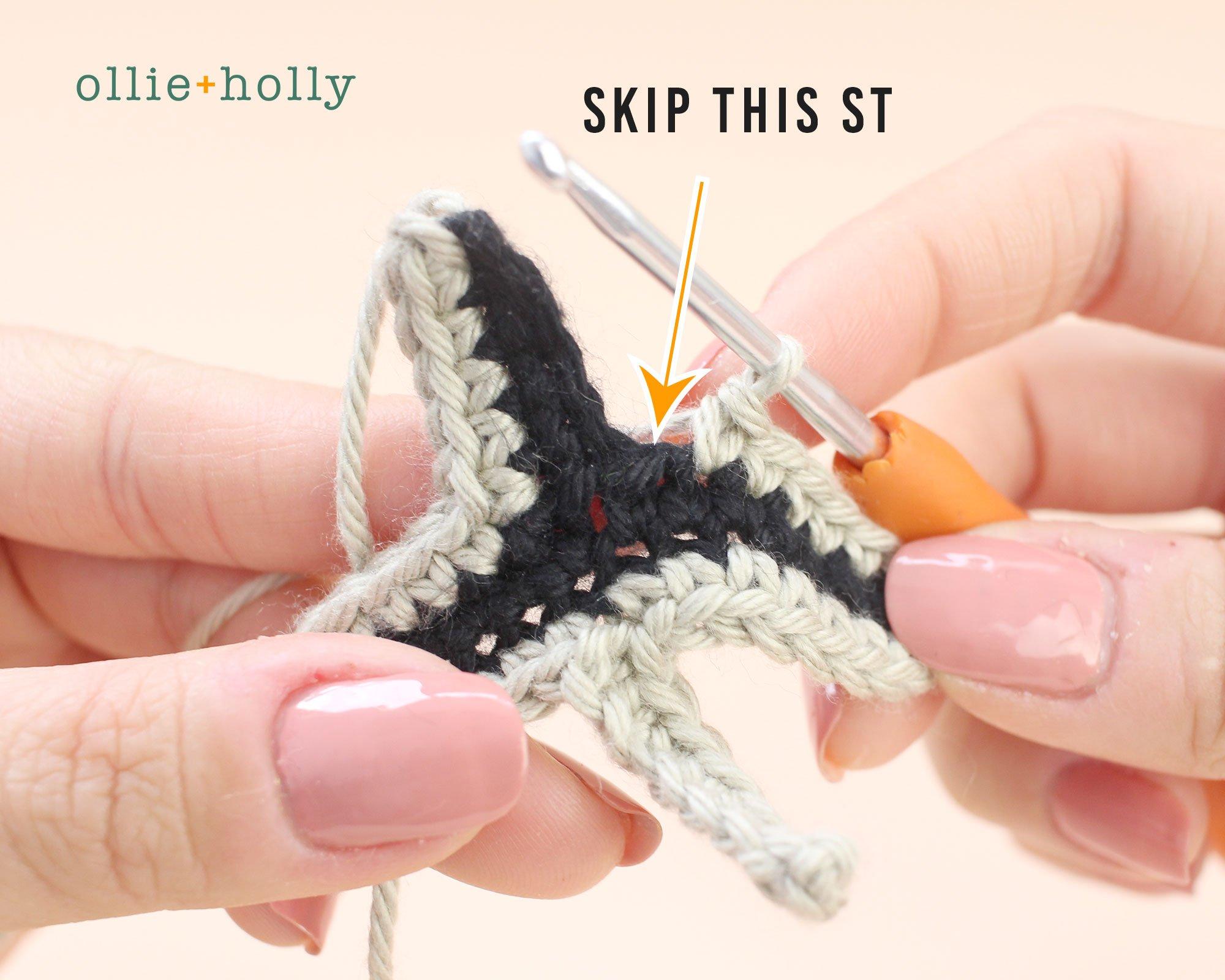 Free Mandalorian Din Djarin Amigurumi Crochet Pattern Helmet Visor Step 9