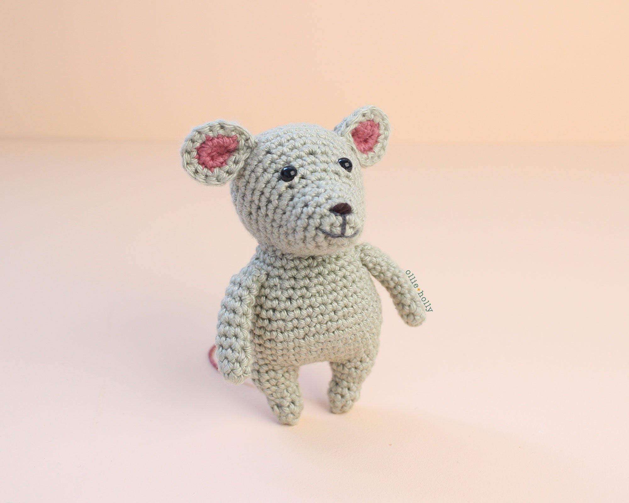 Grey Mouse Free Amigurumi Crochet Pattern