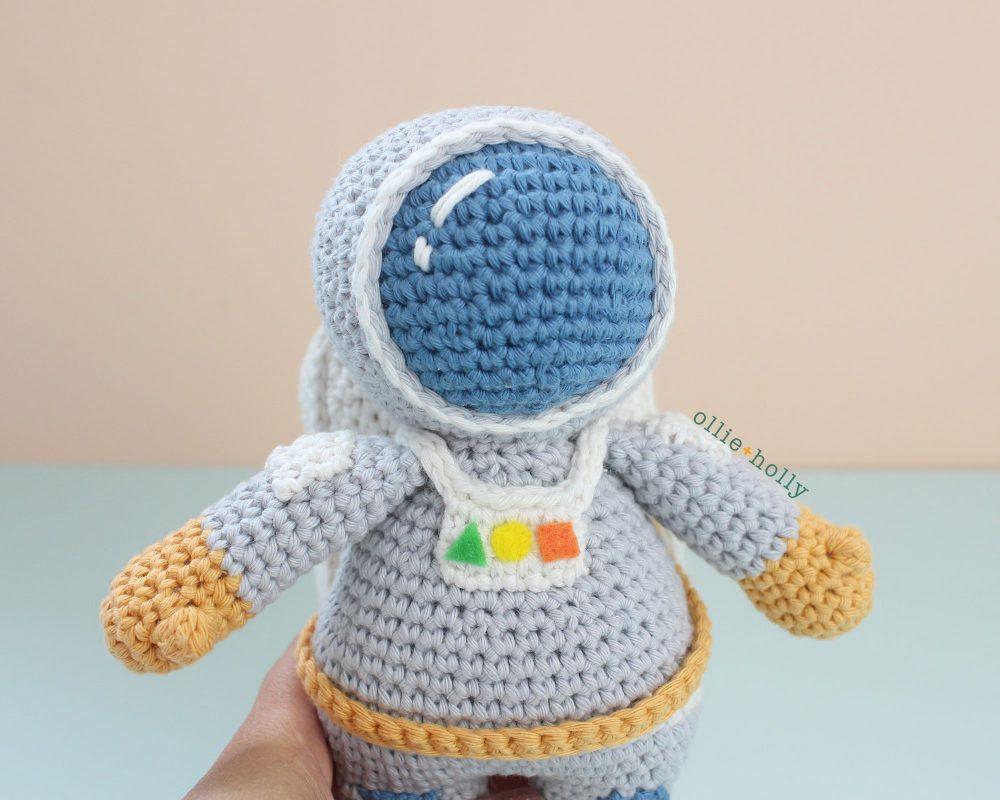 Roberta the Astronaut Amigurumi Crochet Pattern Look 1
