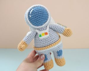 Roberta the Astronaut Amigurumi Crochet Pattern Look 3
