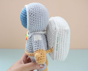 Roberta the Astronaut Amigurumi Crochet Pattern Look 4