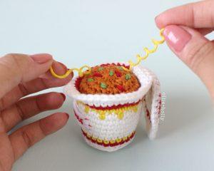 Free Cup Noodles Instant Ramen Amigurumi Toy Crochet Pattern Step 12