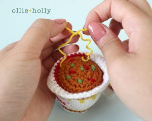 Free Cup Noodles Instant Ramen Amigurumi Toy Crochet Pattern Step 13